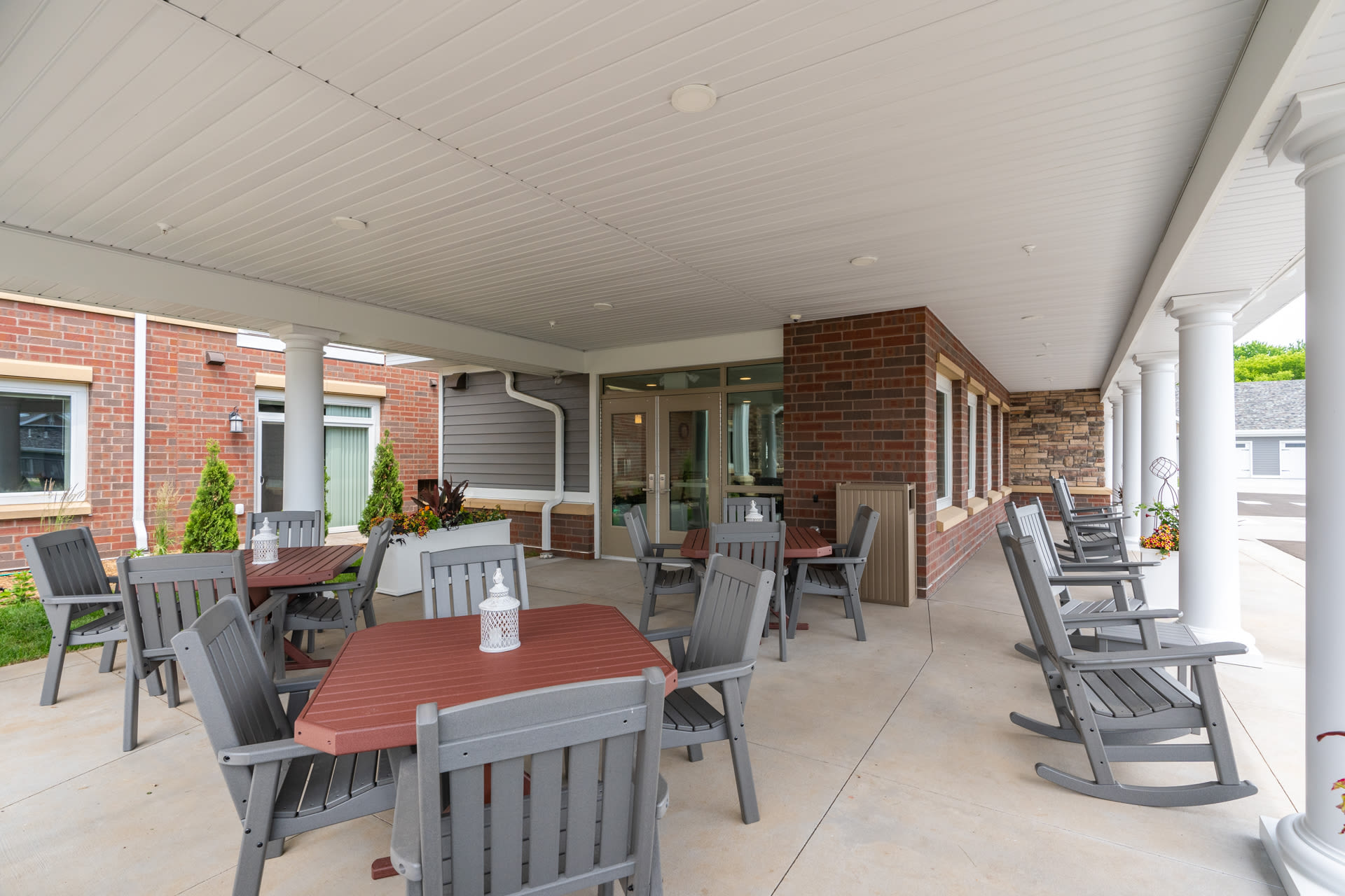 Outdoor dining area at The Fields at Arbor Glen in Lake Elmo, Minnesota