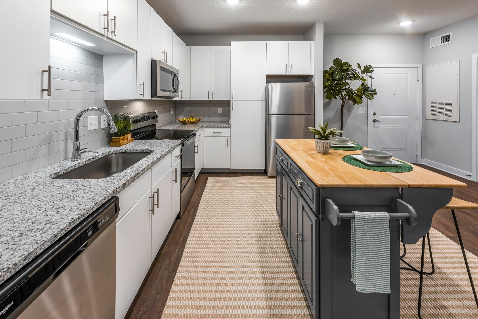 An updated kitchen at Argyle at Oakleaf Town Center in Jacksonville, Florida