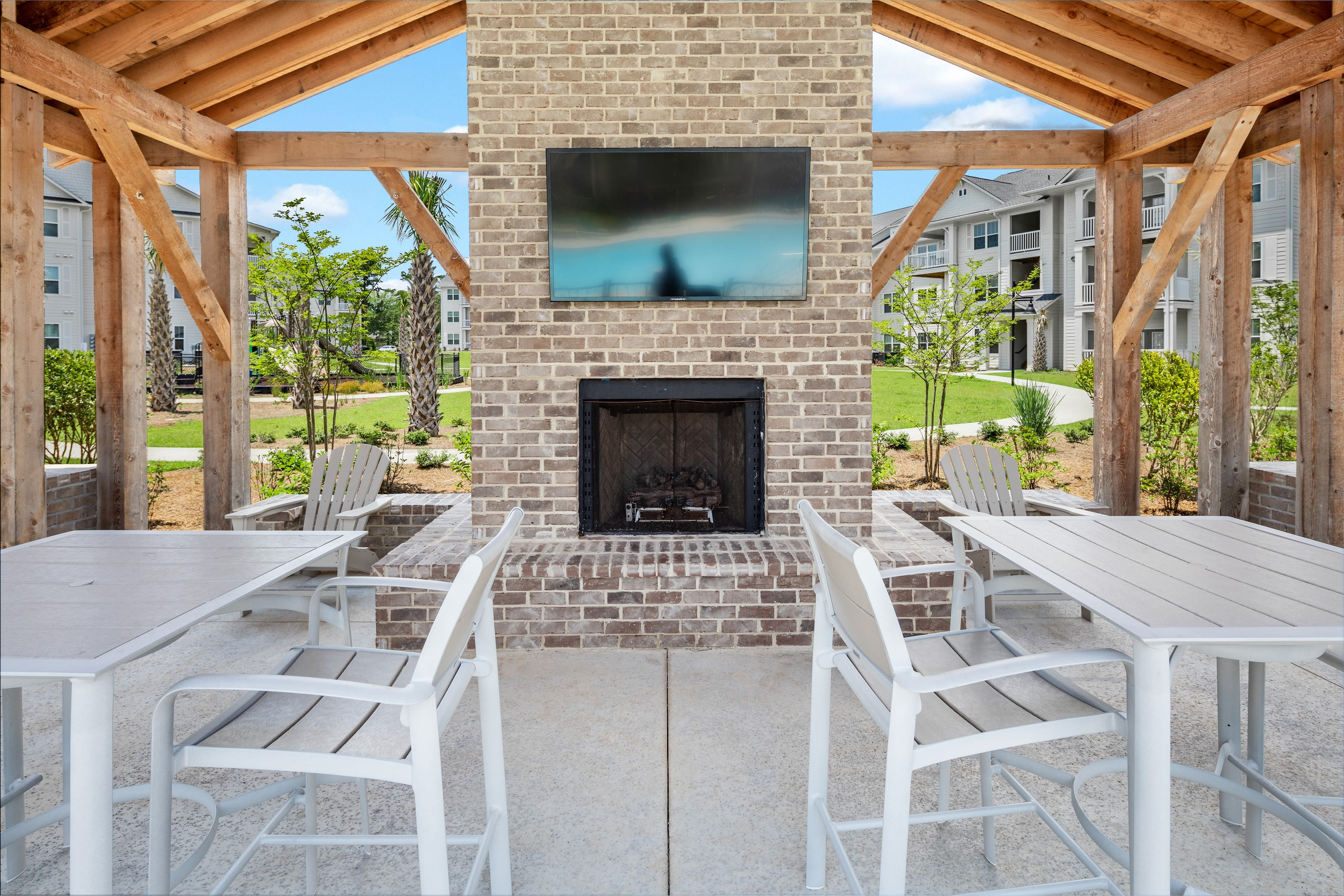 Outdoor lounge for residents at The Mason in Ladson, South Carolina