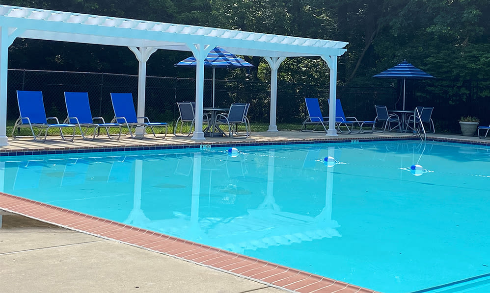 Relax poolside at Nieuw Amsterdam Apartment Homes in Marlton, NJ