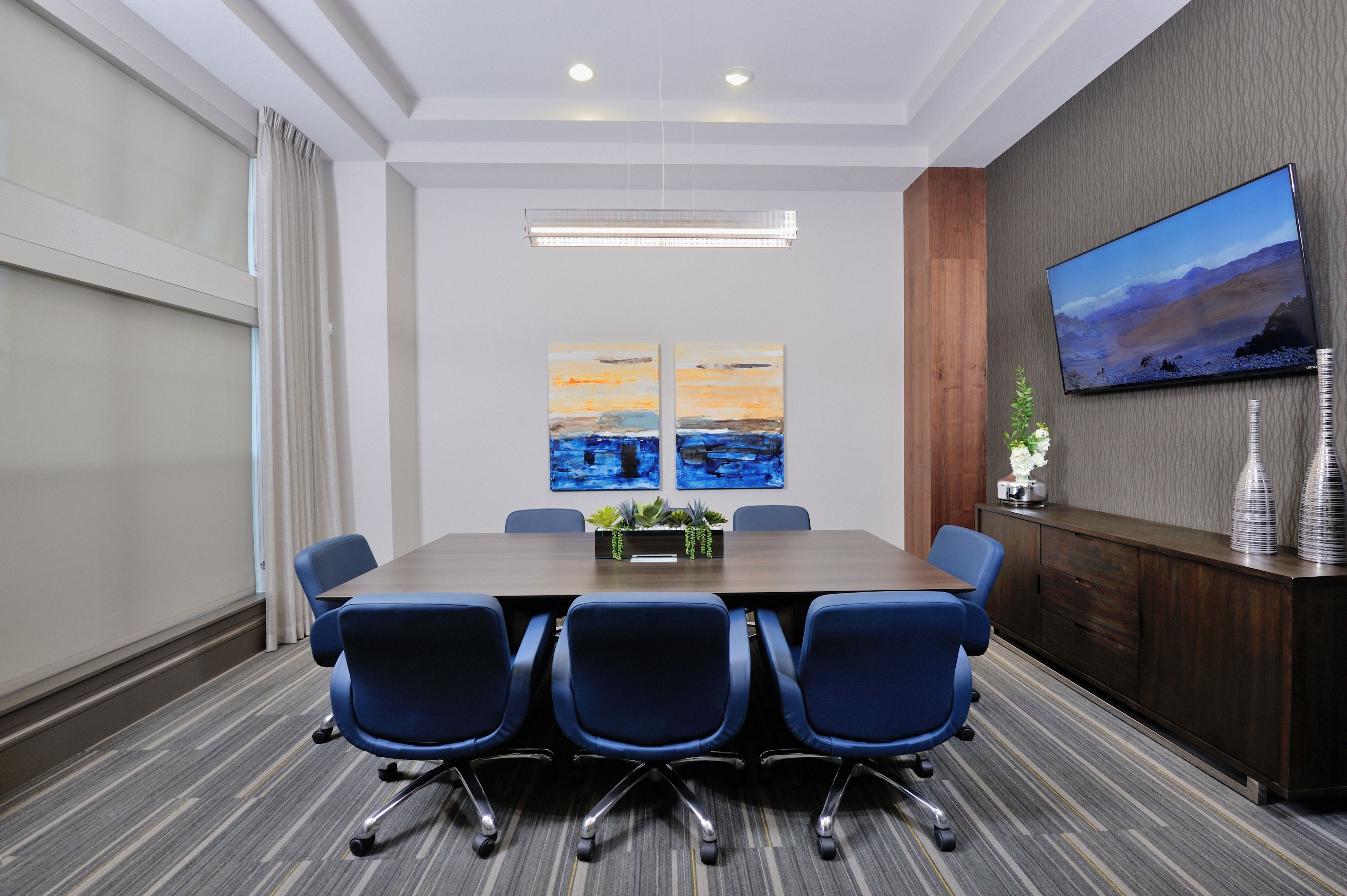 Business meeting area at Olympus Falcon Landing in Katy, TX