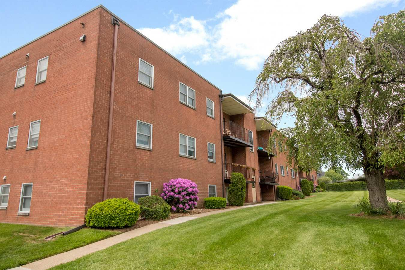Exterior of Corliss Apartments in Phillipsburg, New Jersey