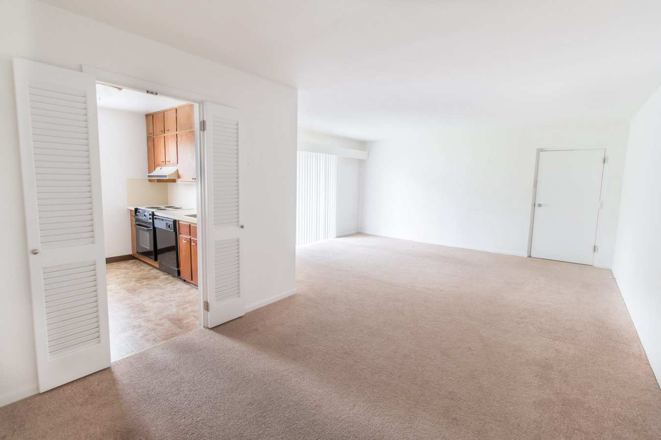 Spacious floor plan with carpet at Corliss Apartments in Phillipsburg, New Jersey