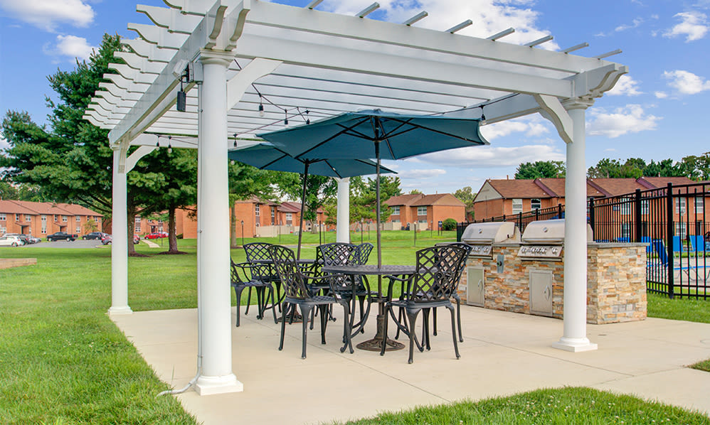 Picnic area at Sherwood Village Apartment & Townhomes in Eastampton, New Jersey