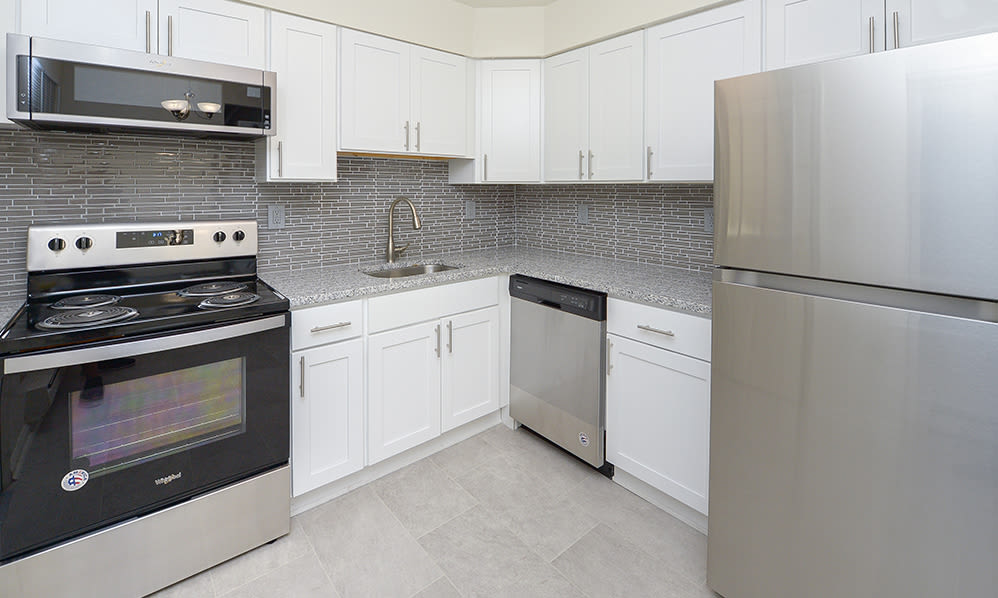 Modern kitchen at Eatoncrest Apartment Homes in Eatontown, New Jersey