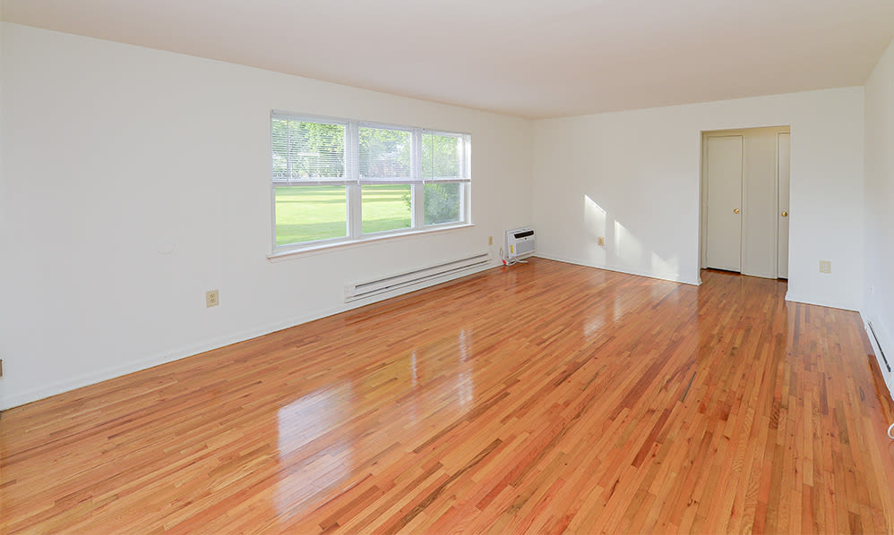 Spacious living room at Eatoncrest Apartment Homes