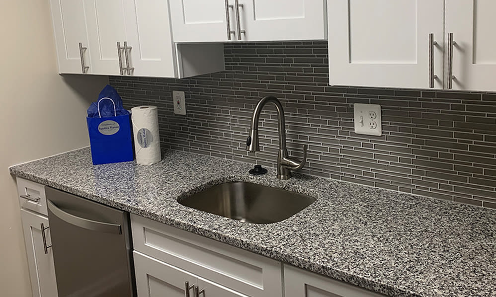 Modern kitchen at Squires Manor Apartment Homes in South Park, Pennsylvania