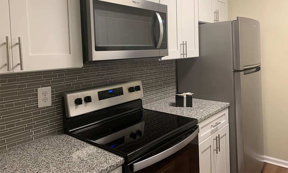 Fully-equipped kitchen at Squires Manor Apartment Homes in South Park, Pennsylvania