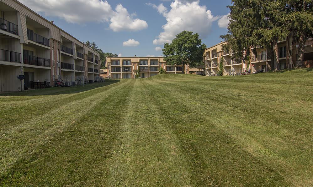 Exterior views at Arbors of Battle Creek Apartments & Townhomes in Battle Creek, Michigan