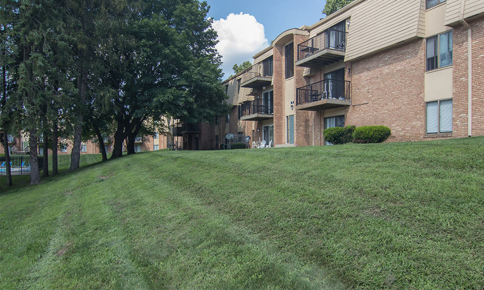 Courtyard views at Arbors of Battle Creek Apartments & Townhomes in Battle Creek, Michigan