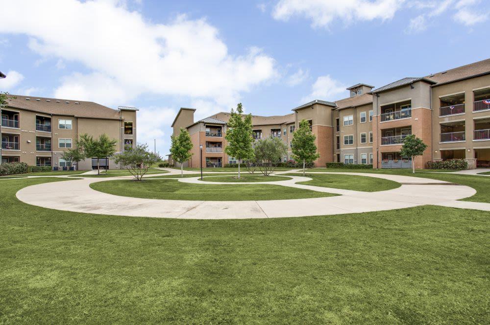 Beautiful yards at apartments in Grand Prairie, TX