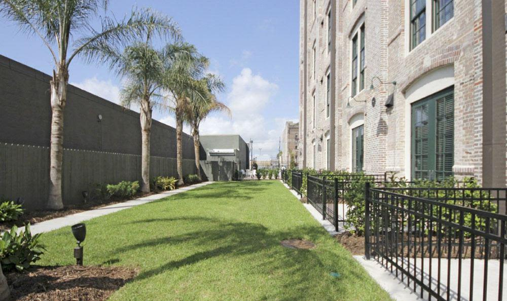 Outdoor lawn at Josephine Lofts in New Orleans, LA.