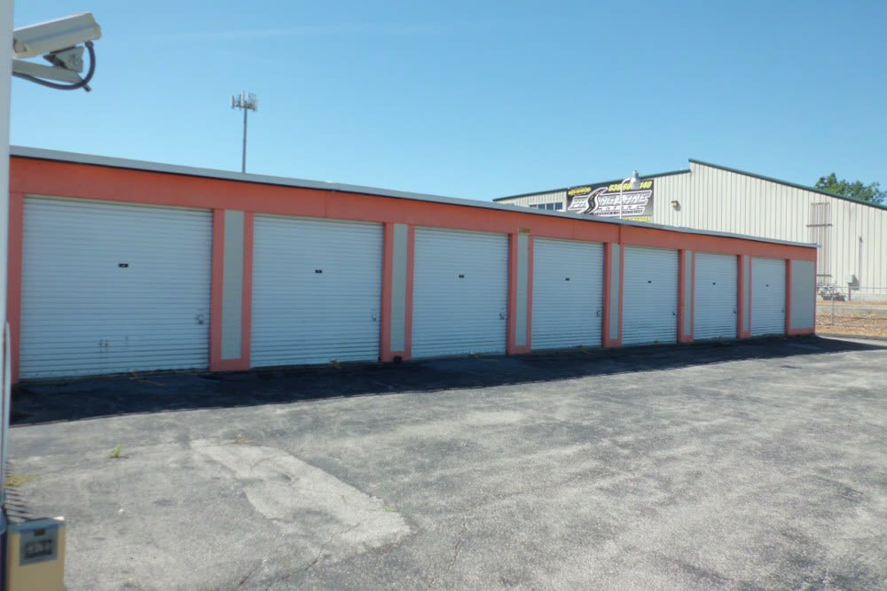 A Storage Inn - Fenton drive-up units in Fenton