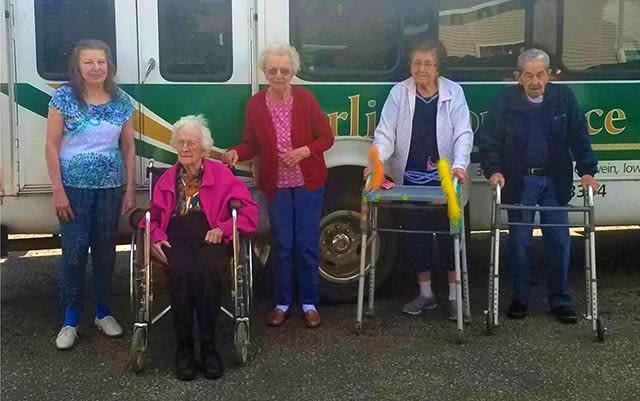 Memory care group photo Arlington Place Oelwein in Oelwein, Iowa.