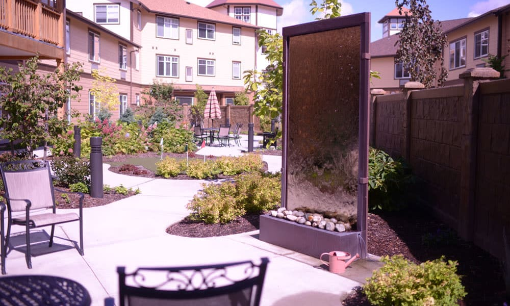 outdoor courtyard with lots of flora and seating at Quail Park at Browns Point in Tacoma, Washington