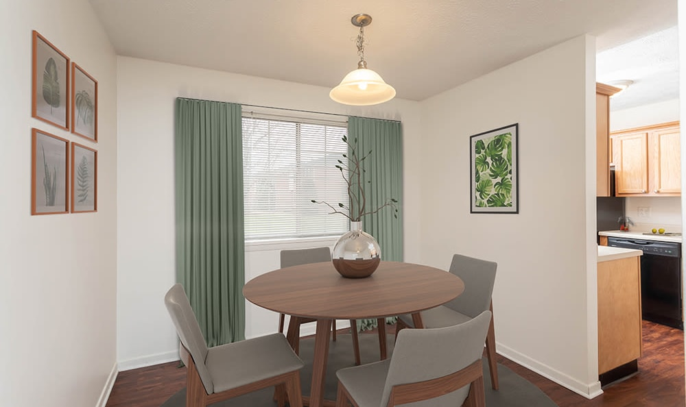 Dining Room at Waverlywood Apartments & Townhomes in Webster, New York