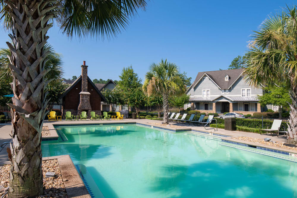 The Cottages of Hattiesburg pool and outdoor lounge in Hattiesburg Mississippi
