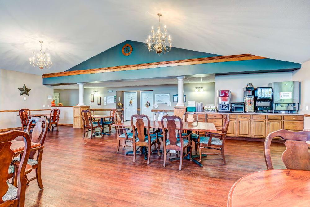 Dining area at Brookstone Estates of Harrisburg in Harrisburg, Illinois.
