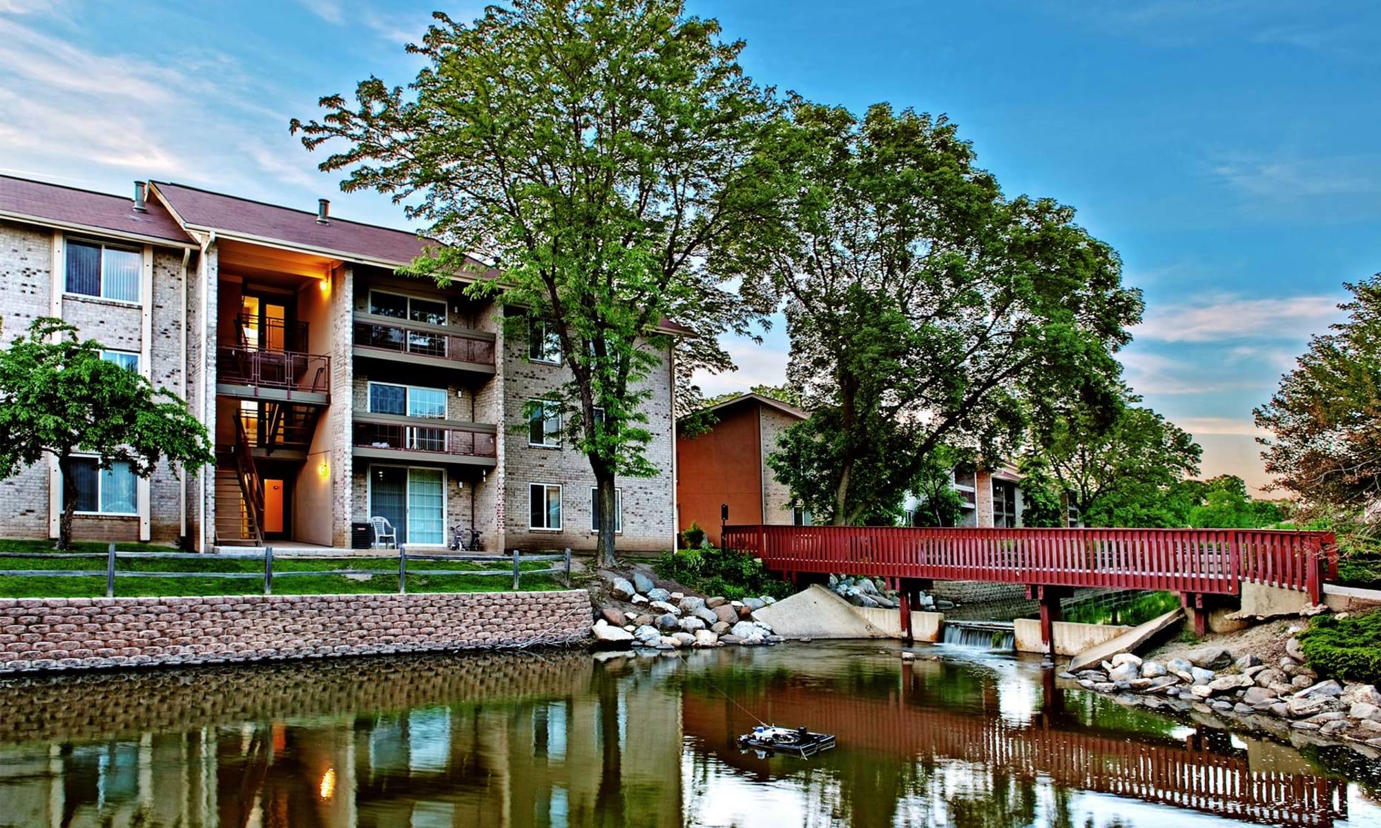 Lakeside Apartments in Lisle, Illinois