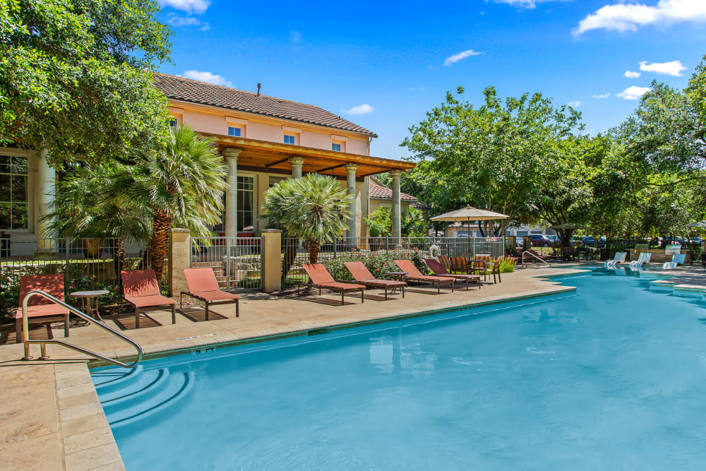 Beautiful Swimming Pool at Sedona Ranch Apartments in San Antonio, Texas