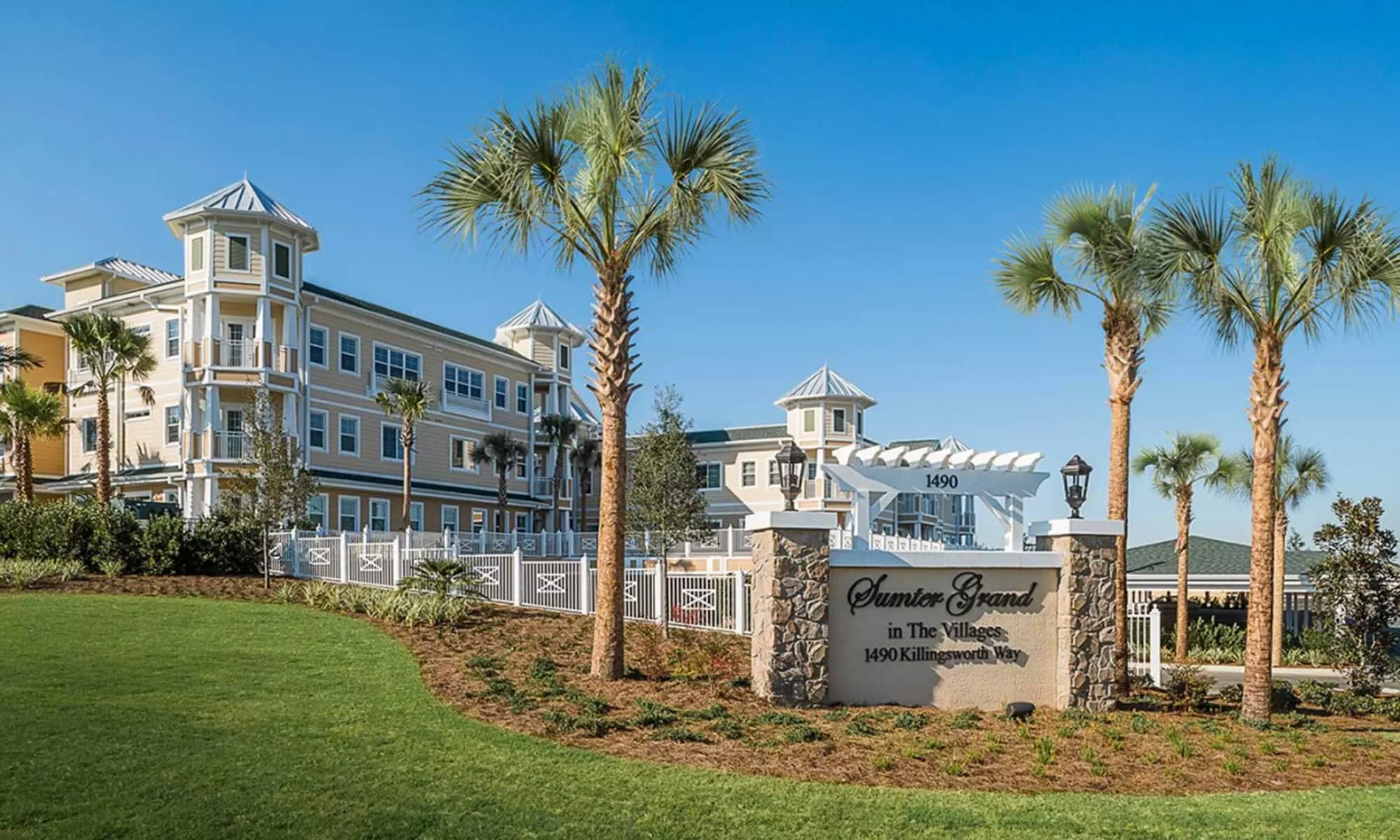Senior living in The Villages with a wonderful clubhouse and amenities