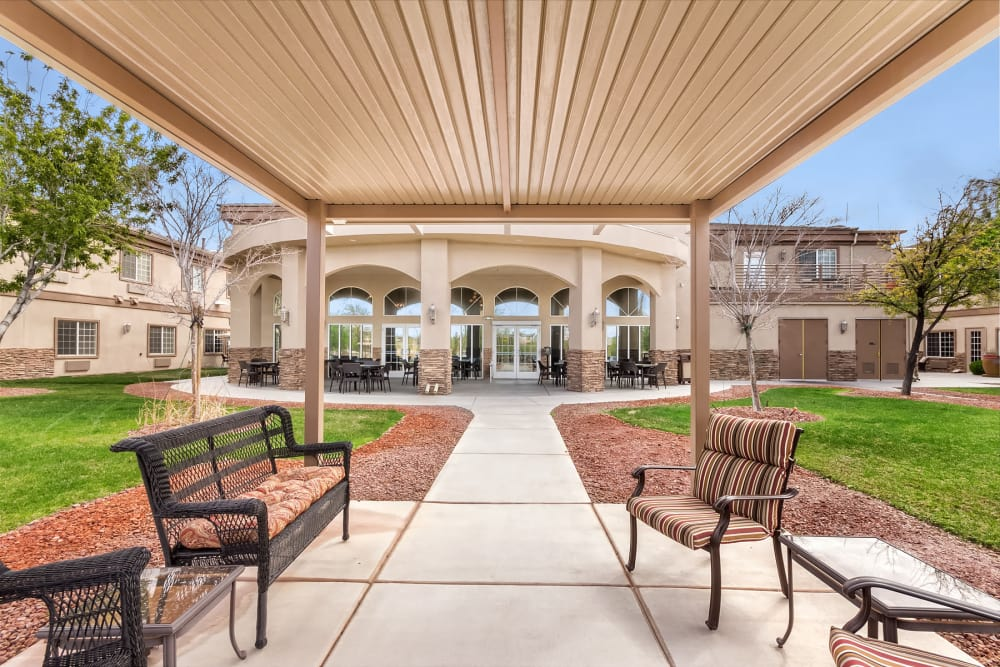 covered outdoor patio at Merrill Gardens at Siena Hills in Henderson, Nevada.