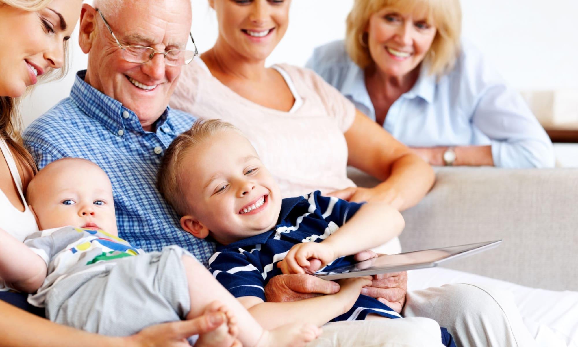 Seniors with family at Broadwell Senior Living in Kearney, Nebraska