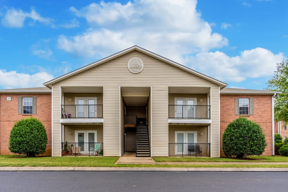 The leasing office exterior at Park Trail Apartments in Shelbyville, Tennessee
