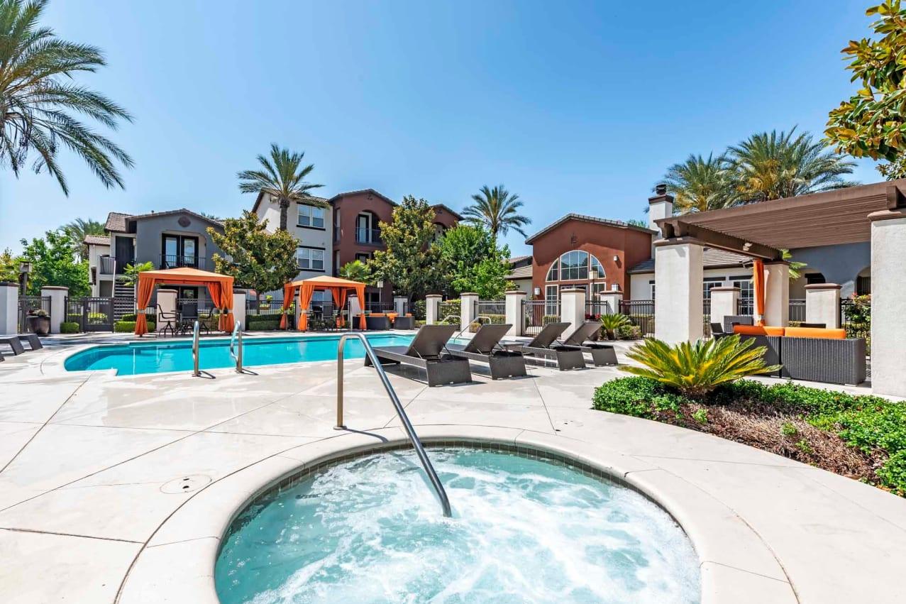 Large pool deck at Vista Imperio Apartments