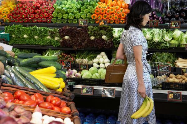 Lady buying fresh produce near to Audubon Oaks in Lakeland, Florida