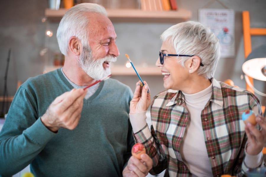 A resident couple painting at Applewood Pointe of Woodbury in Woodbury, Minnesota.