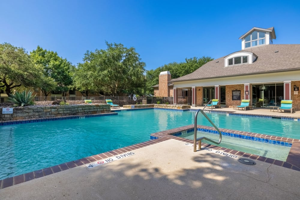 Pool and jacuzzi at Brooks on Preston in Plano, Texas