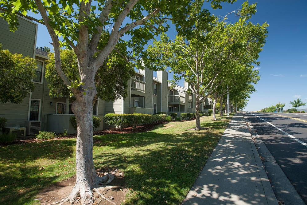 Exterior of  Sandpiper Village Apartment Homes in Vacaville, California