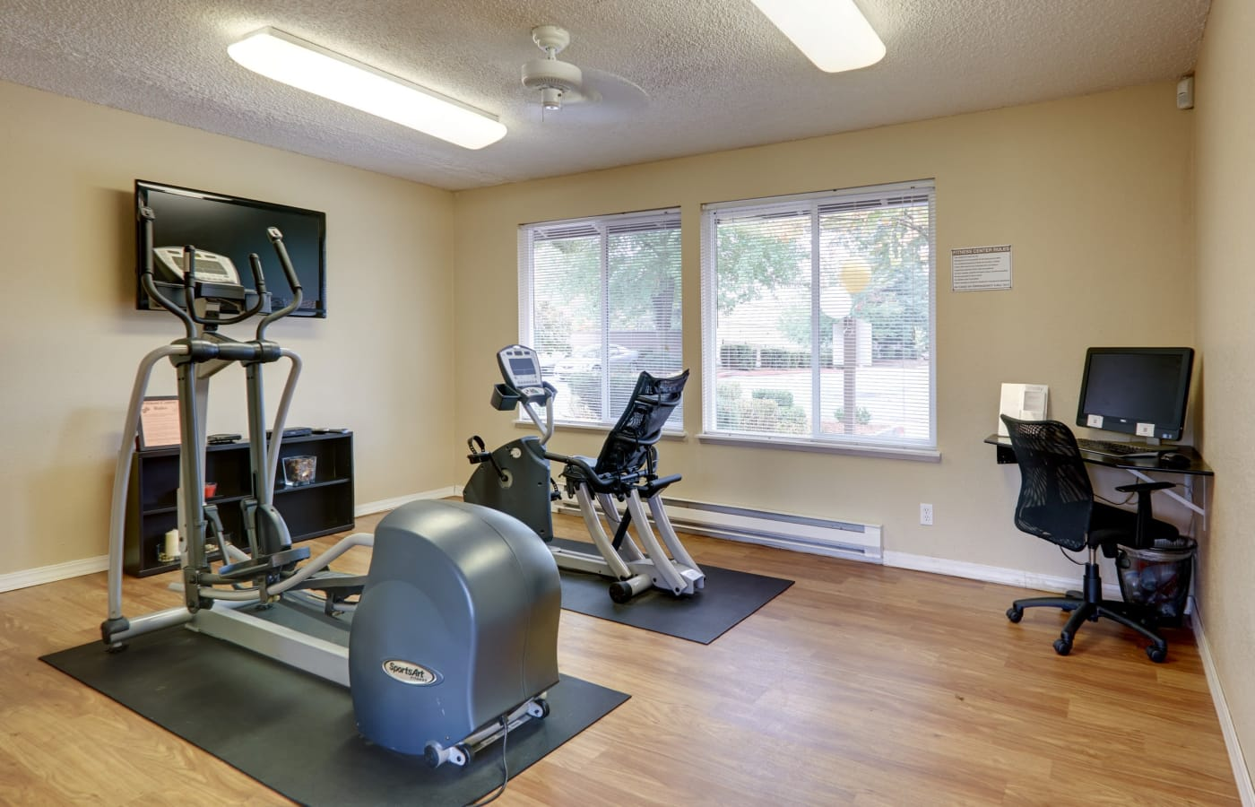 On-site fitness center at Arbor Chase Apartment Homes in Kent, Washington