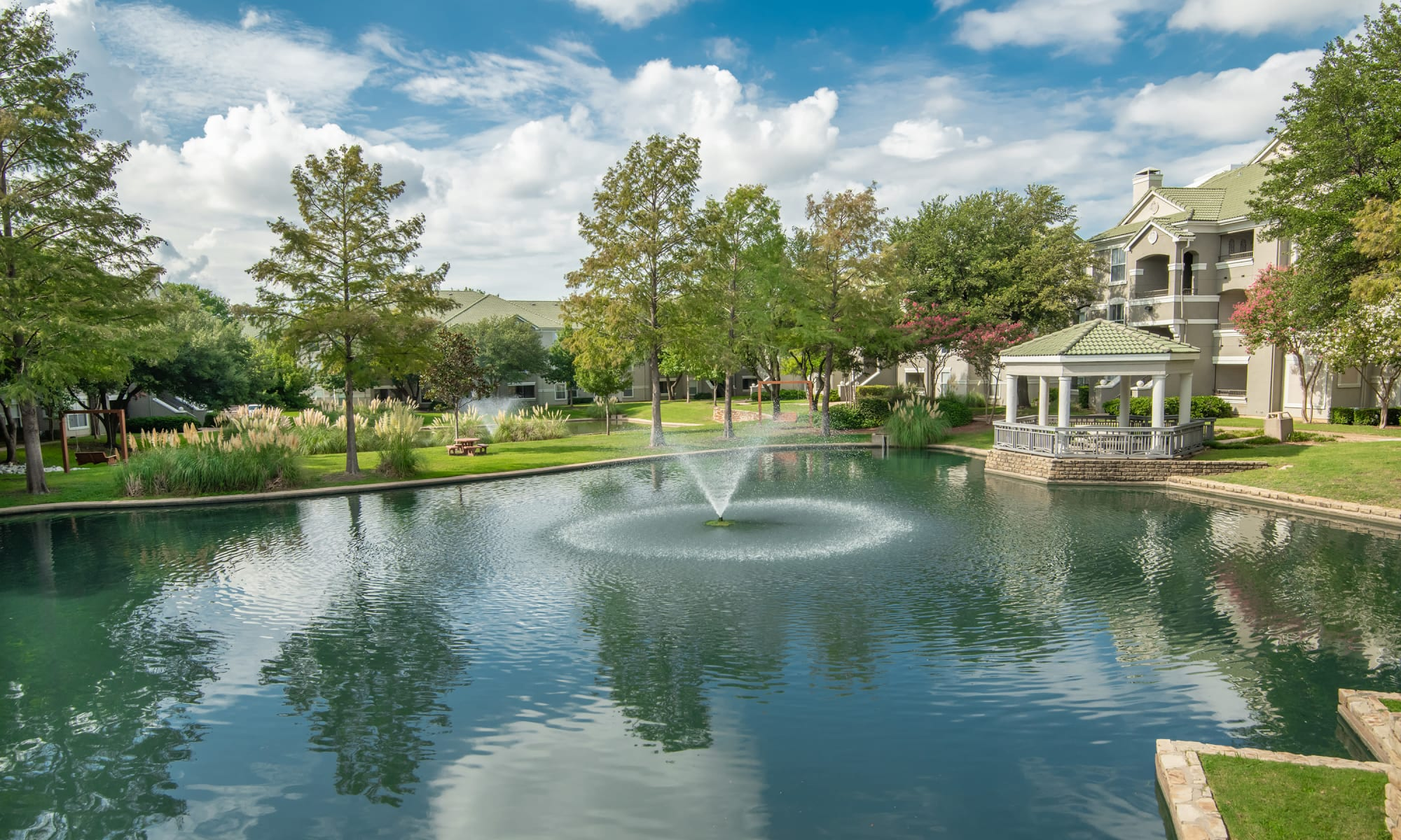 Apartments at Lakeview at Parkside in Farmers Branch, Texas