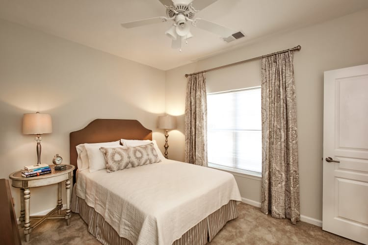 Large master bedroom with plush carpeting at Meridian Obici in Suffolk, Virginia