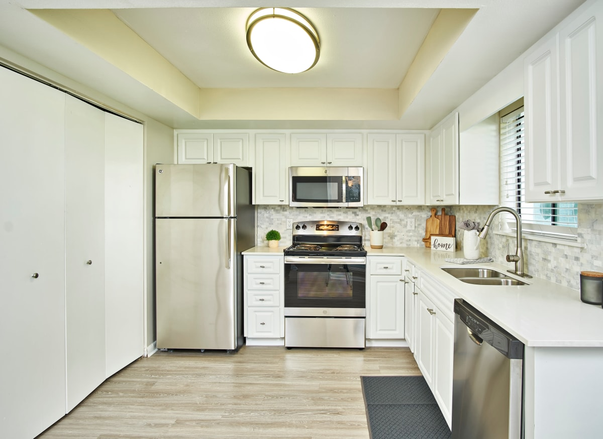 A spacious kitchen with plenty of countertop space atWestwood @60 in Brandon, Florida