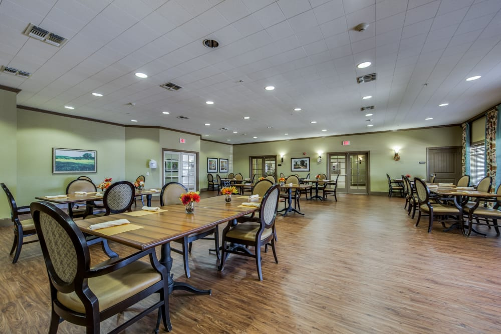 A resident dining room at The Landing at Stone Oak in San Antonio, Texas