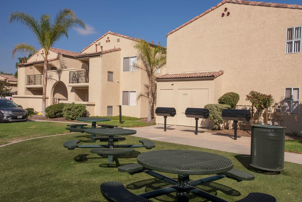 Barbecue grill with tables and chairs for enjoying a nice outdoor dinner at Shadow Ridge Apartment Homes in Simi Valley, California