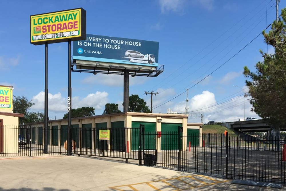 Exterior Lockaway Storage in San Antonio, Texas