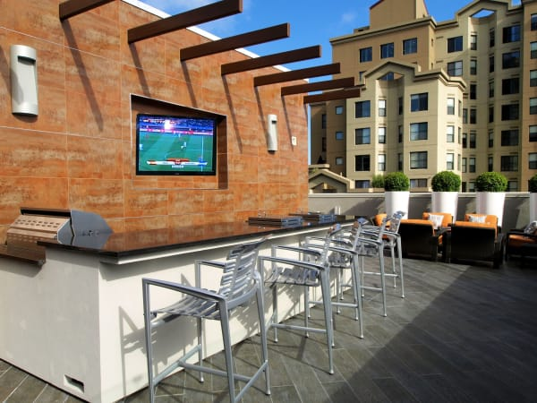 Roof-top bar seating with a flat-screen TV at Tower 737 Condominium Rentals in San Francisco, California