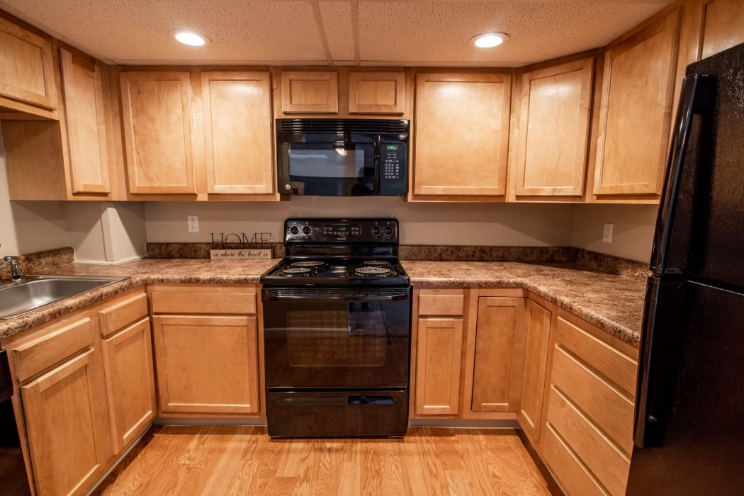 Fully Equipped Kitchen at Eagles Pointe Townhomes in Liverpool