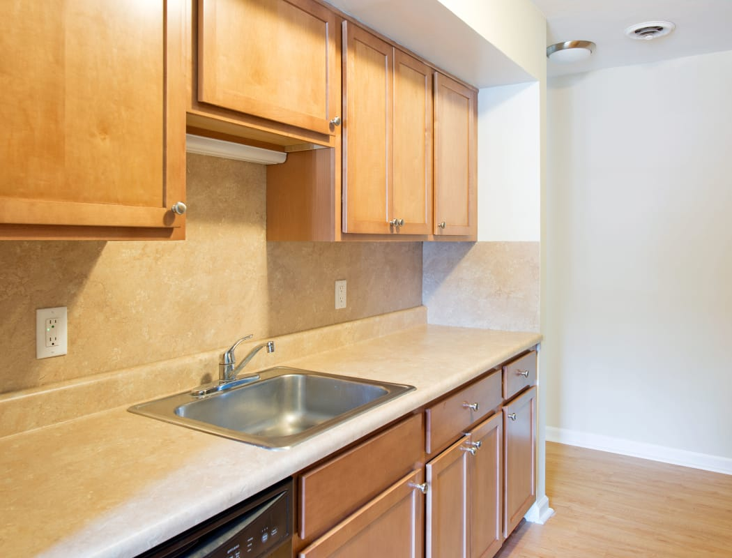 Maple Manor offers a fully equipped kitchen in Delmar, NY