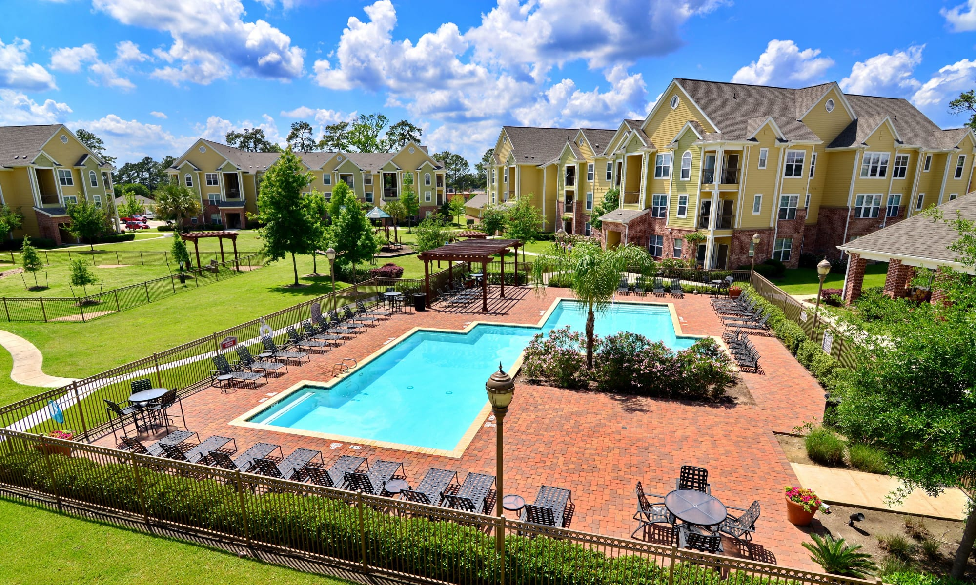 Learn more about our apartment community at IMT Kingwood in Kingwood
