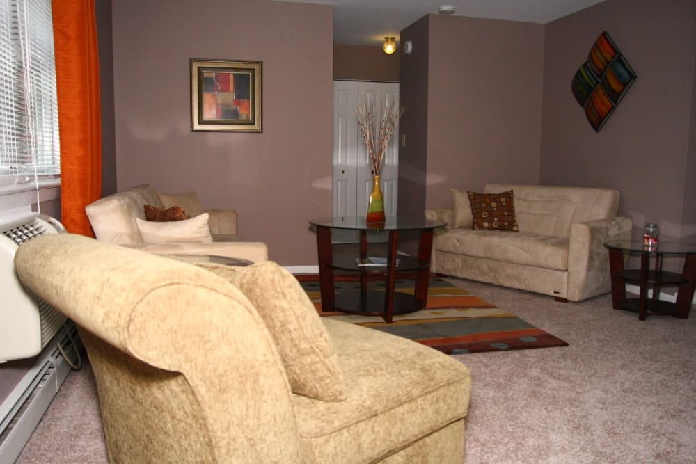 Pointe Breeze Apartments offers a beautiful living room in Bordentown, New Jersey
