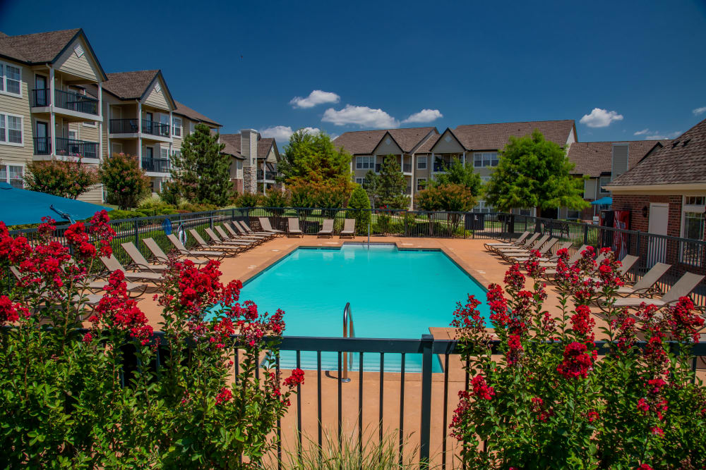 Relaxing swimming pool at Villas at Stonebridge in Edmond, Oklahoma