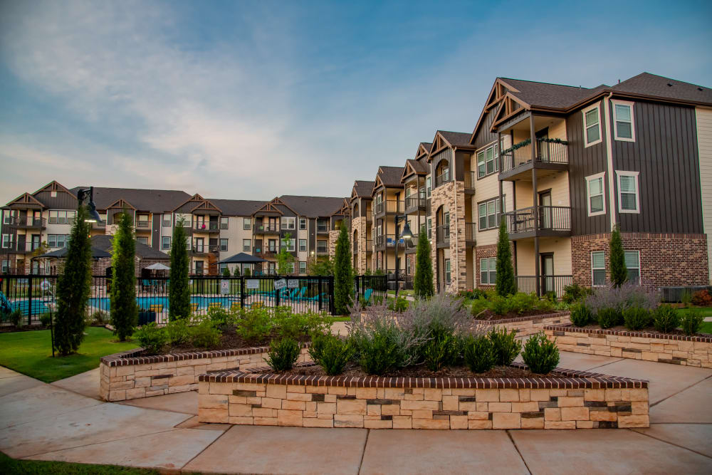 Beautiful property buildings at Stonehorse Crossing Apartments in Oklahoma City, Oklahoma