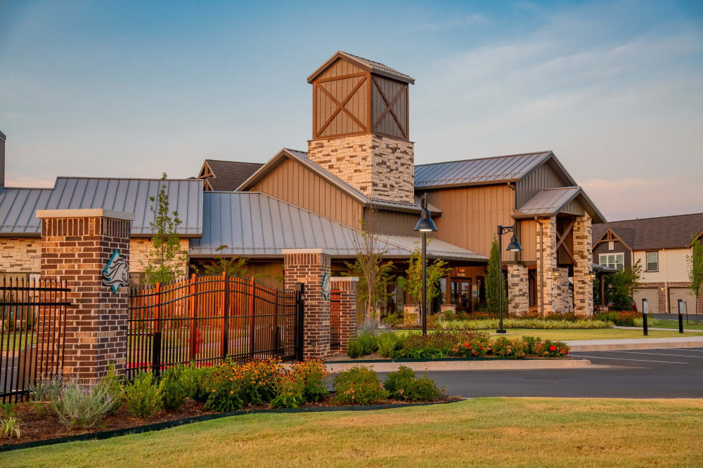 Front of clubhouse at Stonehorse Crossing Apartments in Oklahoma City, Oklahoma