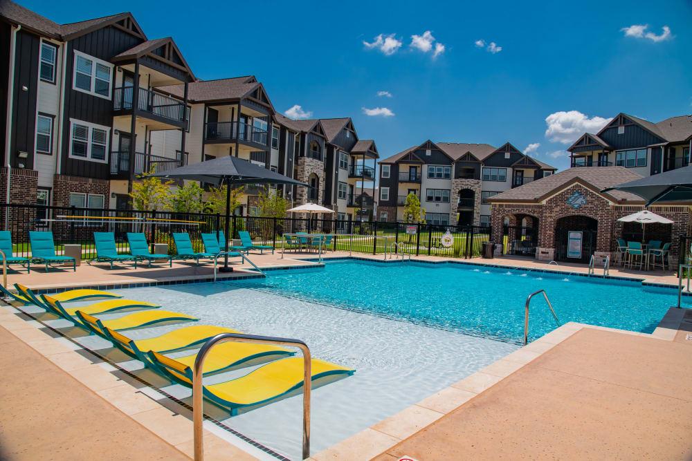 Zero-entry swimming pool at Stonehorse Crossing Apartments in Oklahoma City, Oklahoma