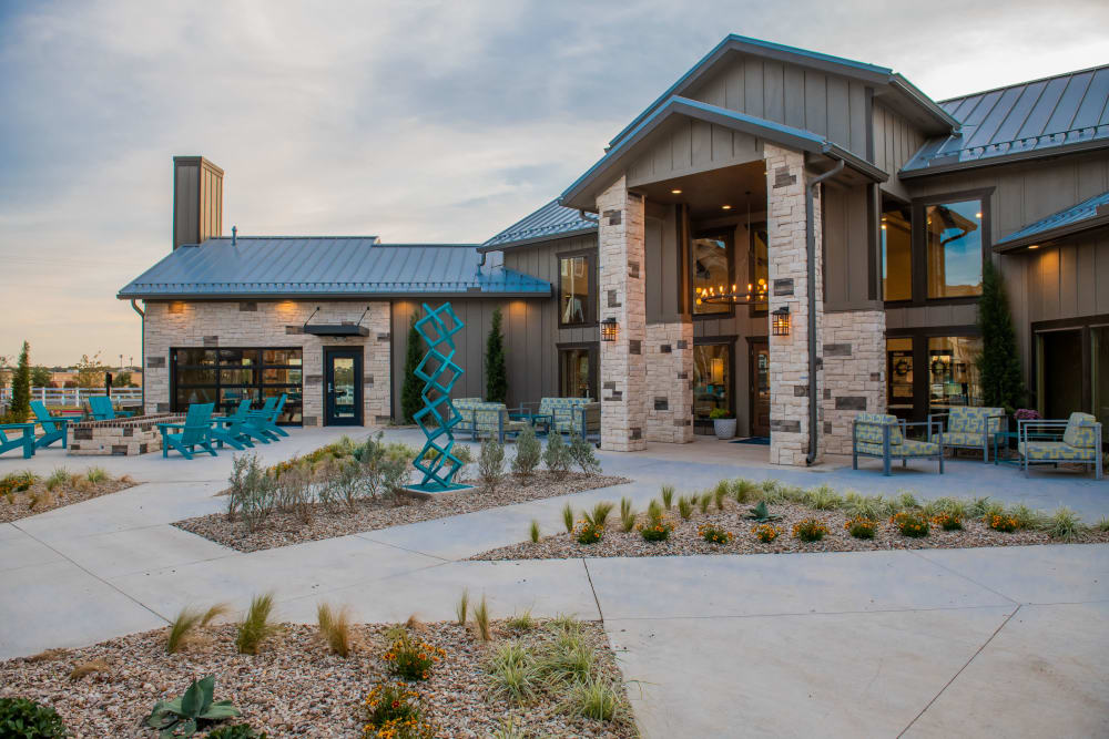 Fire pit and courtyards at Bend at New Road Apartments in Waco, Texas